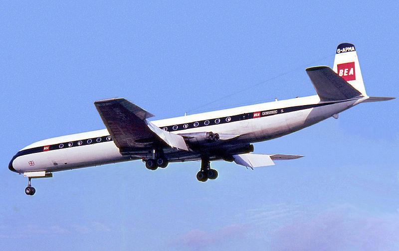 800px-BEA_De_Havilland_DH-106_Comet_4B_Tempelhof_Manteufel